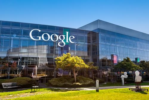 Google este compania de pe locul 2, cu o valoare de 82.5 mld. dolari.