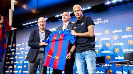 Manel Arroyo, Francesco Tortora si Neymar Jr., in timpul conferintei de ...