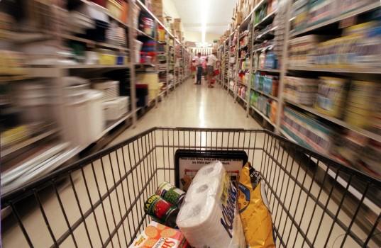 Cumparaturi-nebune-in-supermarket.jpg